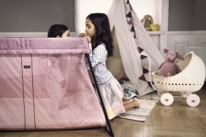 BB_Travel Cot Light - Pink - Lifestyle